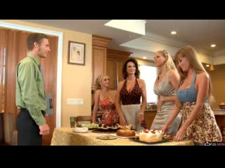 Мамашки поздравили с др - Deauxma, Julia Ann, Darla Crane, Holly Halston [Full Mom, MILF, Incest, зрелые, мачеха, инцест, мамки]