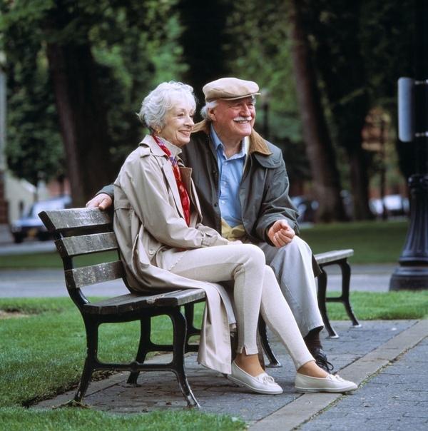 На сайте знакомств 2. Первое свидание Продолжение истории.День добрый, Лев Валерьянович, представился старик и протянул морщинистую руку даме с сайта знакомств, сидевшей на скамейке под липой.