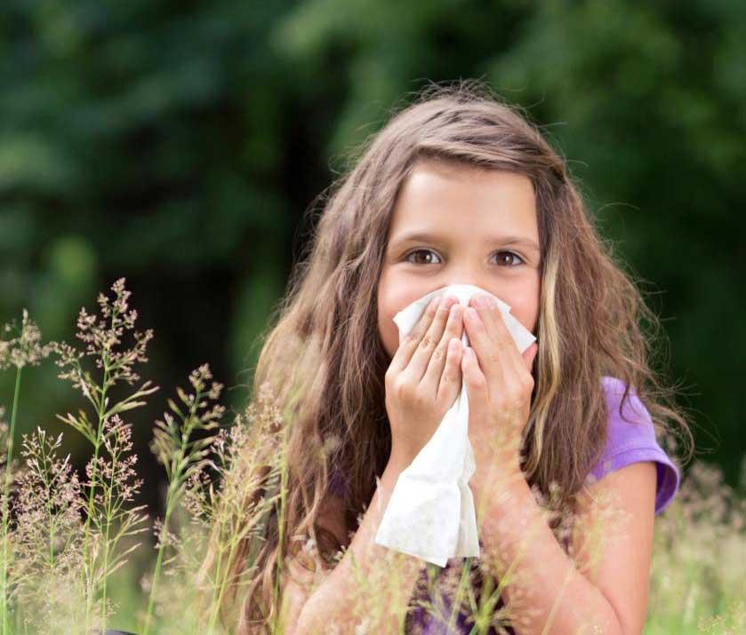 Дети, которые дышат через рот в результате аллергии на нос, могут иметь повышенный риск развития прикуса.