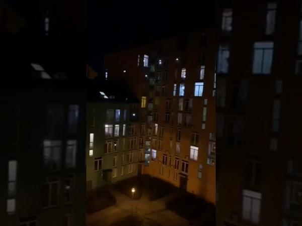 💙💛В Києві люди на самоізоляції влаштували флешмоб заспівали гімн України Пишаємось такими людьм
