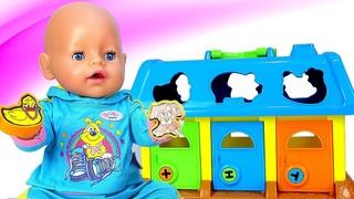 Baby Born juega con la granja de juguete. Juguetes para bebés. Videos para niñas