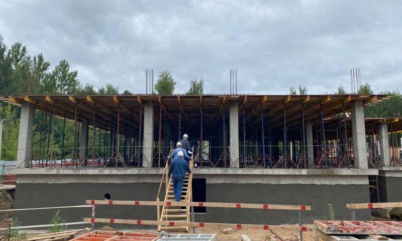 Коробку здания детской поликлиники в Ярославле планируют достроить до конца года