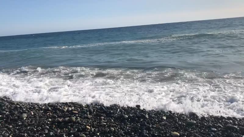 Большие волны в этот день я купалась еле вышла на берег