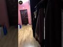 менты в Калининграде выламывают дверь в квартире семьи с маленькими детьми. Отца семейства при детях