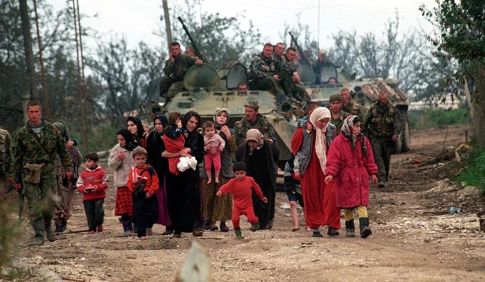 Эвакуация мирного населения. Фото: Владимир ВЕЛЕНГУРИН