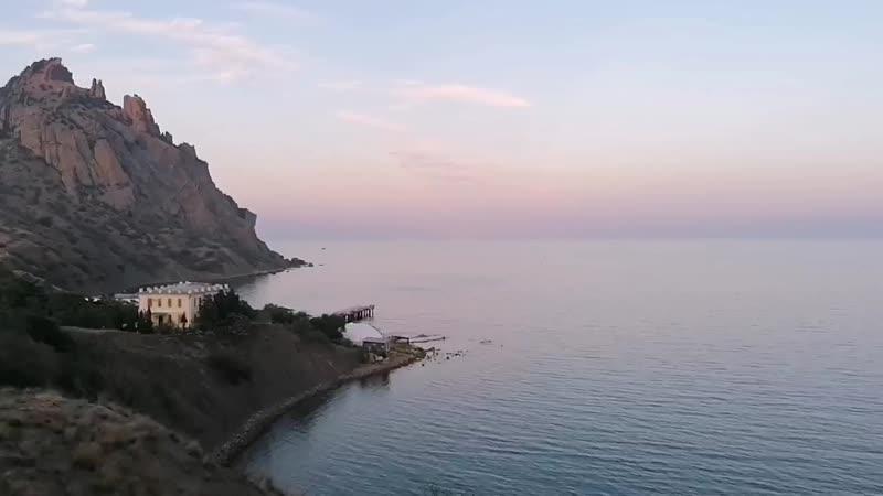 Сапфировая кисть Дзен возле моря