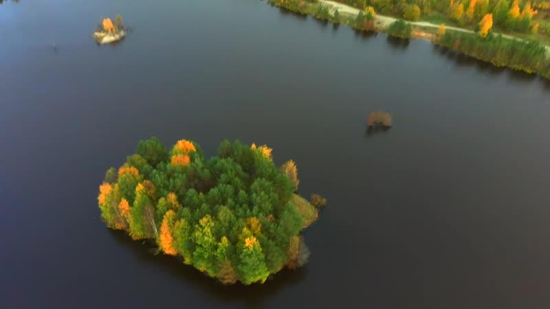 Полет над одним из озер Пожни