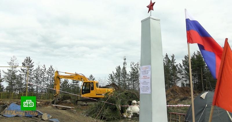 В Петрозаводске памятник защитнику города снесли ради стройплощадки