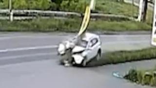 """""""Тойота"""" в повороте срубила столб ЛЭП. Real video"""