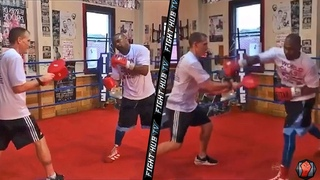 ROY JONES UNLEASHES JAW DROPPING SPEED ON THE MITTS TRAINING FOR MIKE TYSON (ROY JONES MITT WORK)