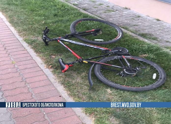 В Ивацевичах сбили велосипедиста на переходе (ехал не спешившись)