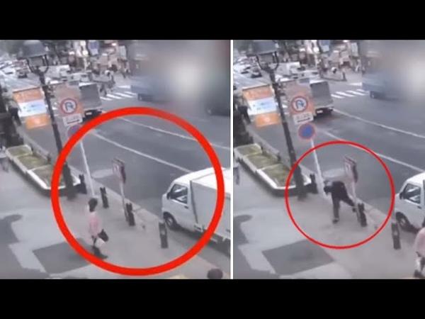 Cámara de seguridad muestra un hombre teletransportándose en una calle delante de decenas de testigo