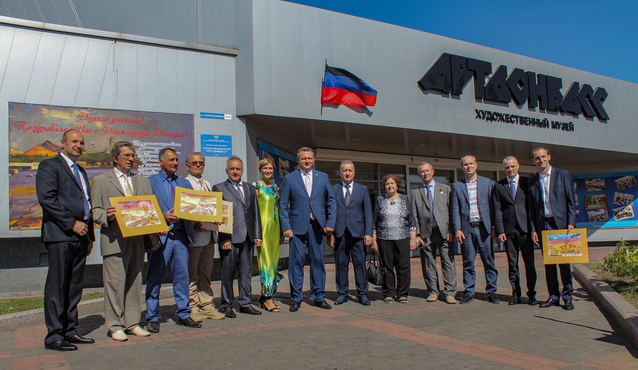 Алексей Кулемзин посетил отчётную выставку «Первого Донецкого городского пленэра»