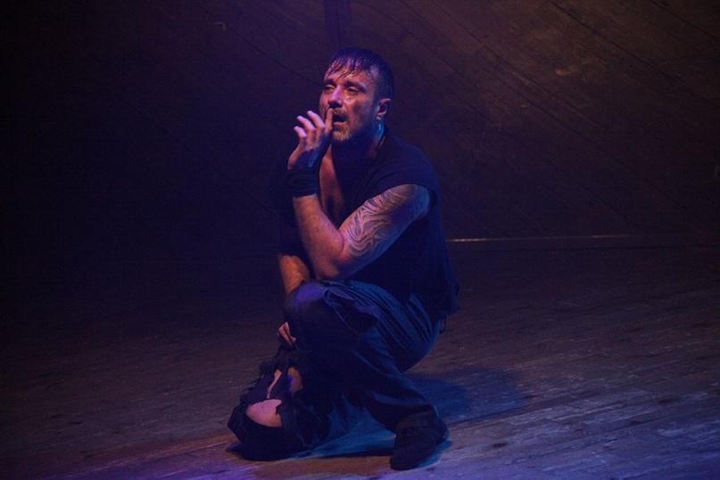 Алексей Матошин в роли Дракулы на сцене Театра на Юго-Западе