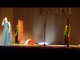 отрывок танца с дверьми. Поет Анна Герасимова.
