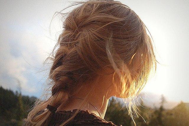 Картинки девушек со спины на аву русые