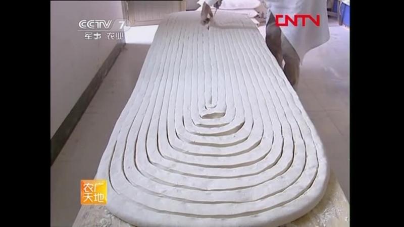 藁城宫面的制作技术 Лапша Гаочэн или Усы Дракона уникальный метод производства 。