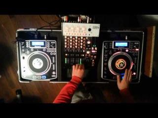 Mix Hardstyle live (freestyle) DJ SET: Numark NDX 900 and Korg zero 4