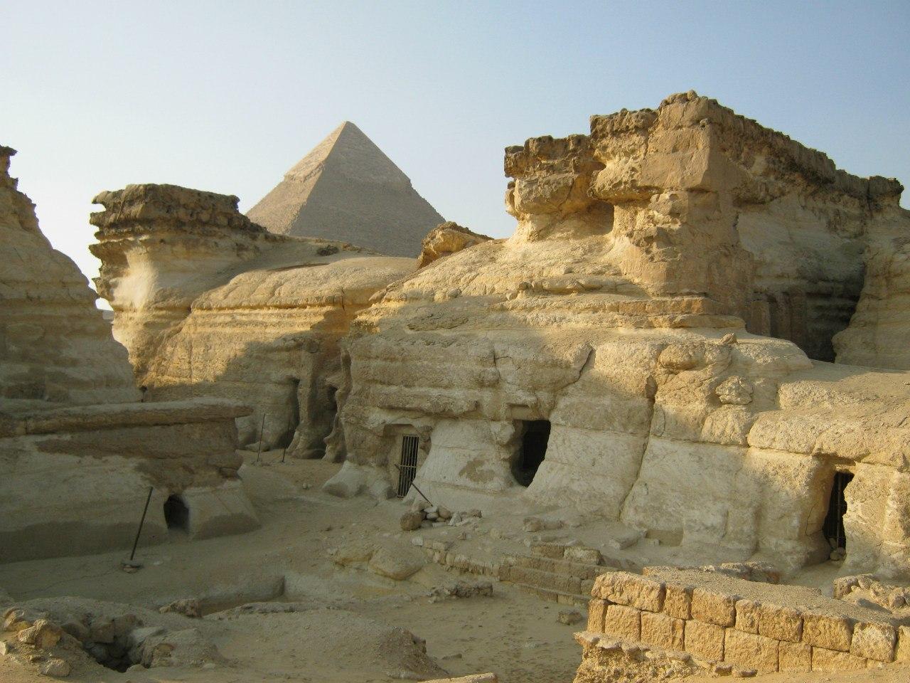 дополнительные сооружения в комплексе пирамид Гизы
