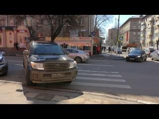 Кто паркуется на пешеходном переходе
