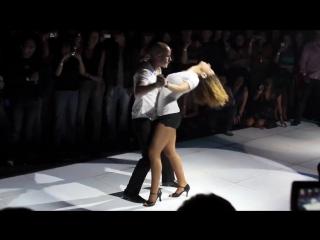 Бачата - очень пластичный и страстный танец!