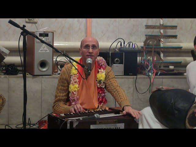 Киртан Бхакти Бхагаватамрита Кешава махараджа в храме Д.О.С.К. 23 ноября 2014 года