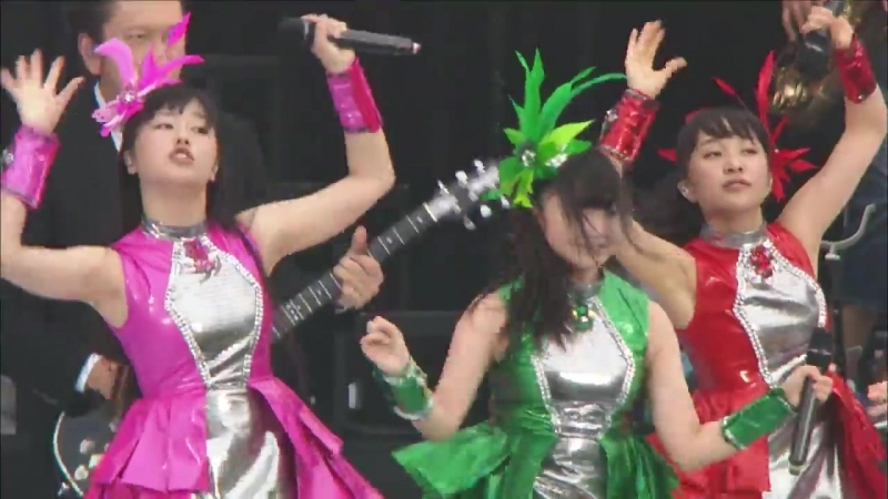 12 Momoiro Clover Z - Saraba, Itoshiki Kanashimi Tachi yo [Natsu no Bakasawagi World Summer Dive 2013 Cut]