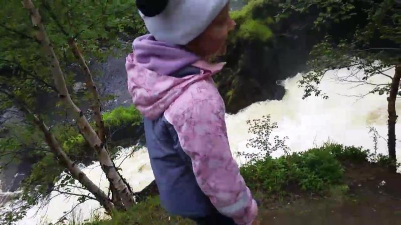 31 07 2016 Водопад находится на пятом километре дороги Никель Приречный Река Шуонийоки делает крутой поворот на 90 градусов и