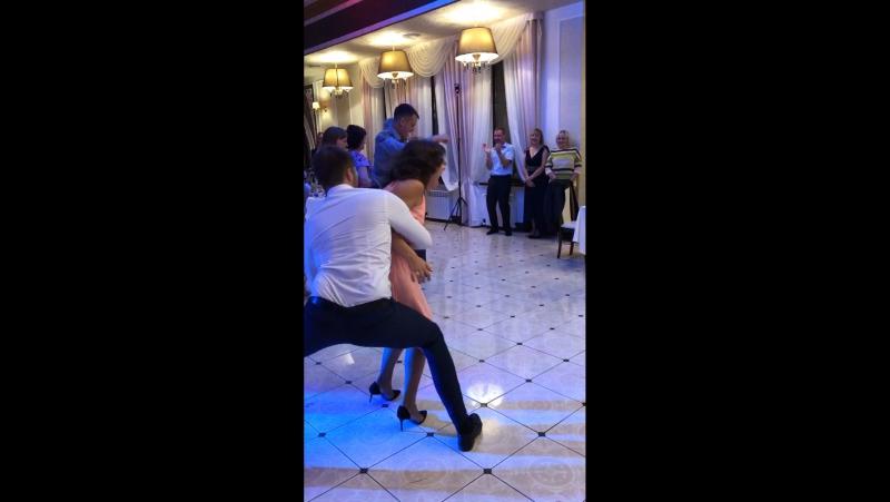 Танцор Рик отдыхает а Вадим отжигает