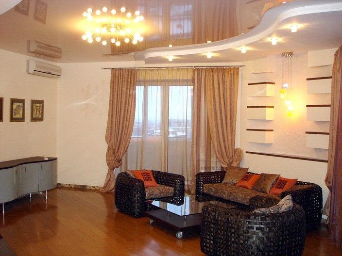 Как выбирать натяжные потолки в гостиную?, изображение №4