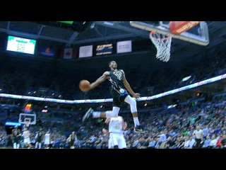 Giannis Jams MONSTER, Full-Extension Windmill in Milwaukee!   March 24, 2017