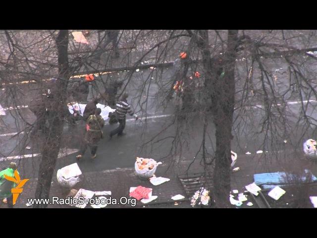 У готель Україна звозять постраждалих і загиблих