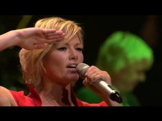Потрясающе !!! браво !!! немка русскими песнями ставит многотысячную kolner lanxess-arena на уши. helene fischer мощно зажигае