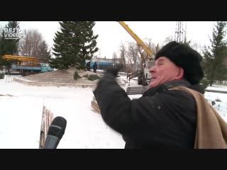 У жителя города Бийска спросили мнение о городской ёлке.