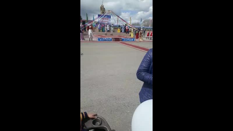 уйгурский и украйнский танец