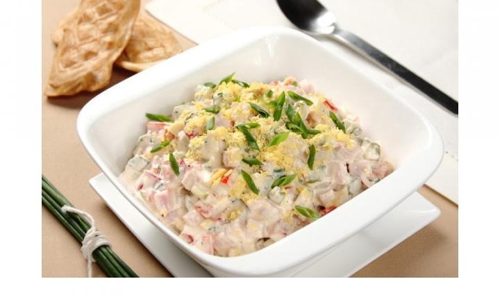 Салат с ветчиной, сыром и овощами, изображение №3
