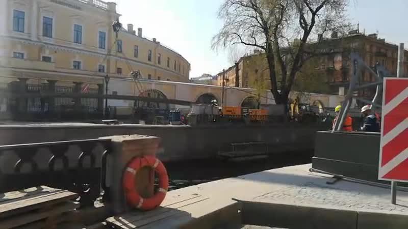 В Петербурге установили пролетное строение Банковского моста