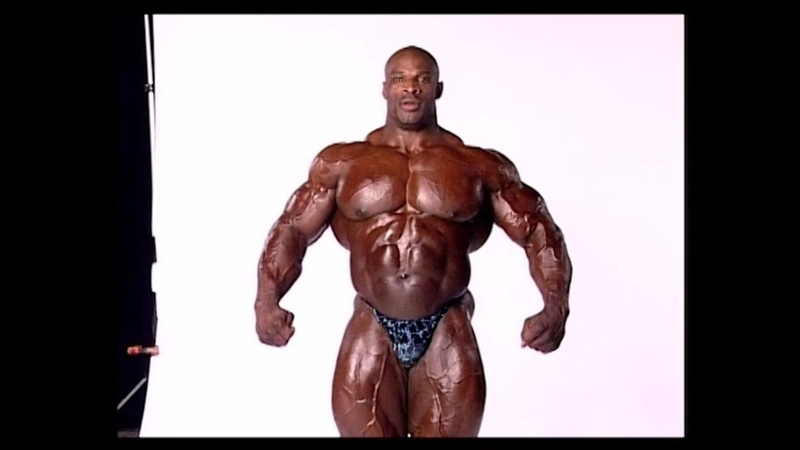 300lb Ronnie Coleman backstage at mr olympia 2004