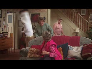 Сумасшедший дом! (отрывок из сериала семейка миссис браун).
