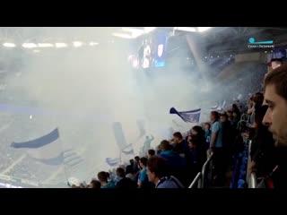 Болельщики Зенита зажгли пиротехнику на матче против Рубина