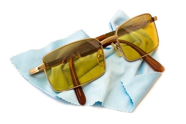 Ученые развеяли миф о желтых очках для водителей
