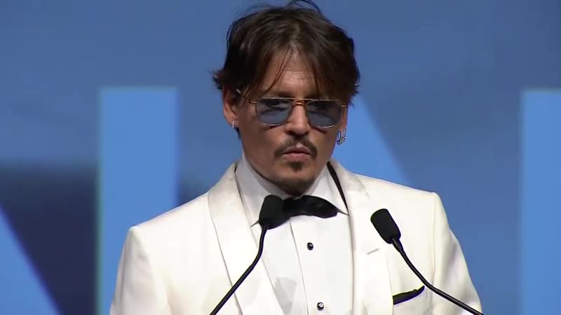 Johnny Depp thanking his children and Vanessa Paradis in his speech at Deauville US