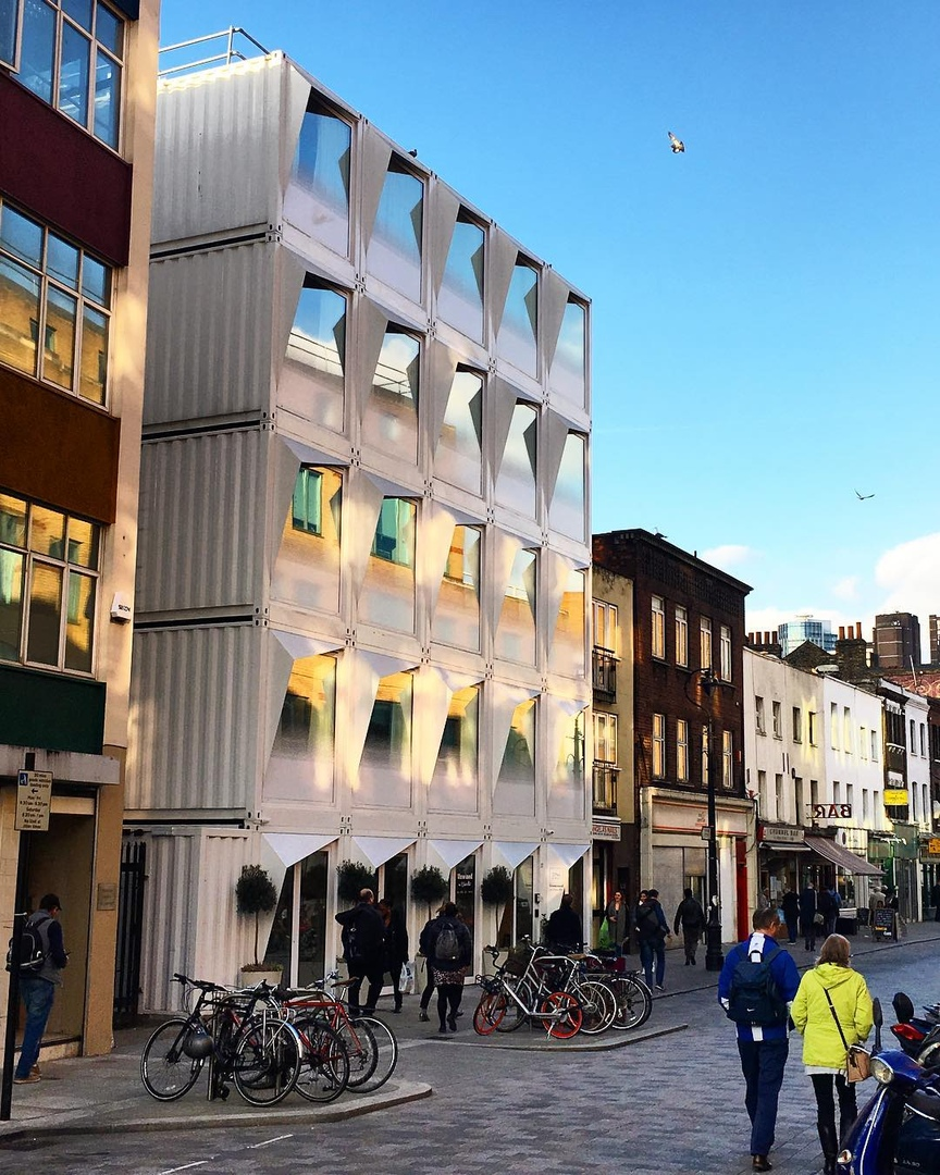 В центре Лондона собрали 5-этажную гостиницу из контейнеров