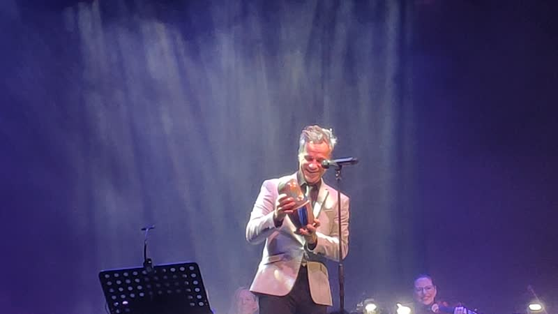 Bruno Pelletier - Подарили матрёшку - Гару! (07.01.20 Москва) Рождественский концерт