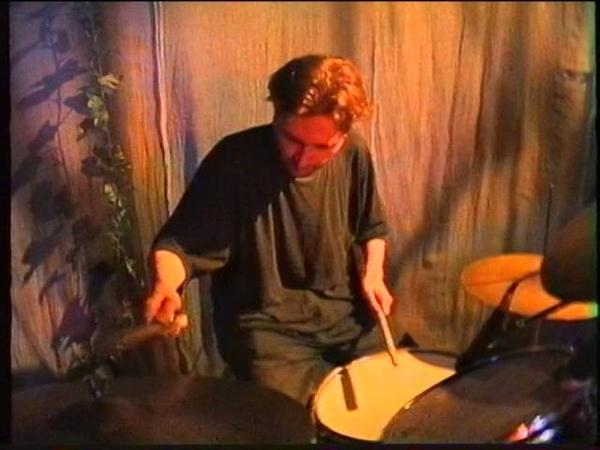 Чернозём Концерт в театре Четыре Стены Москва 1 мая 1999. Часть 1.