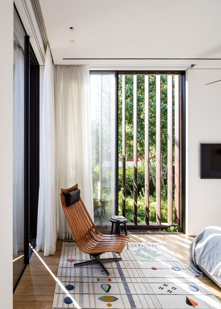 Box-framed louvres shade windows of concrete house in Tel Aviv