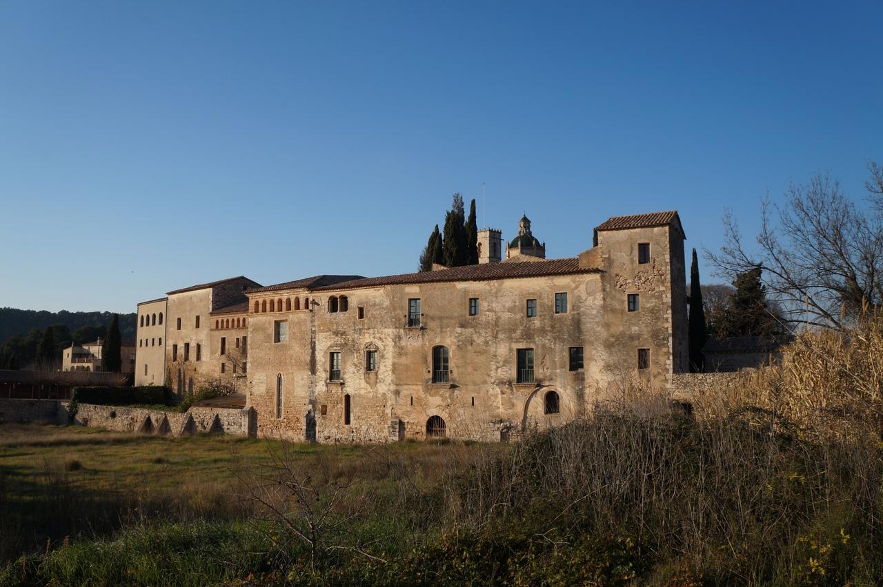 Сантес-Креус - цистерцианский монастырь Святого Креста в Каталонии