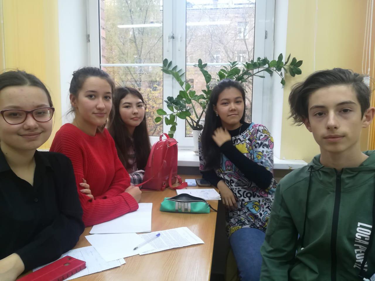 Восьмиклассники из школы № 2048 стали лучшими в математических боях