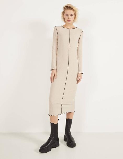 Платье в рубчик с декоративной строчкой