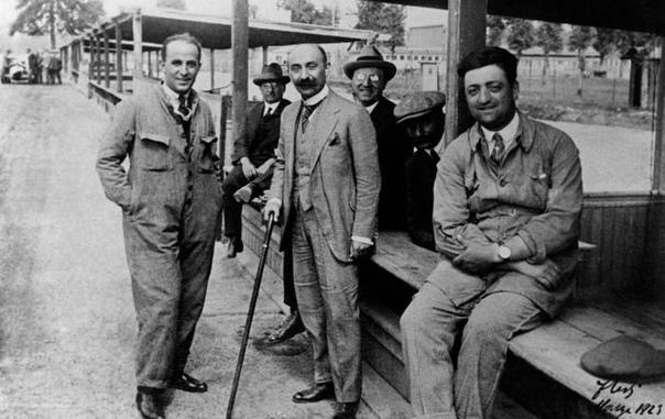 Владелец Alfa Romeo Никола Ромео (в центре